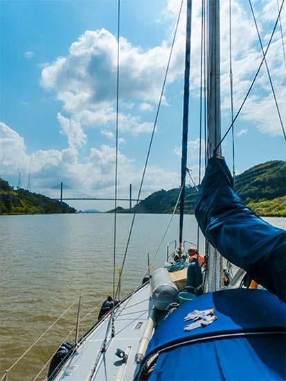 Axiom durchquert den Panamakanal