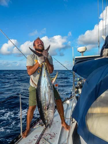 Sebastian angelt riesigen Thunfisch im Pazifik