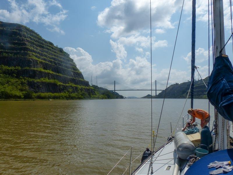 Im Panamakanal mit der Crew